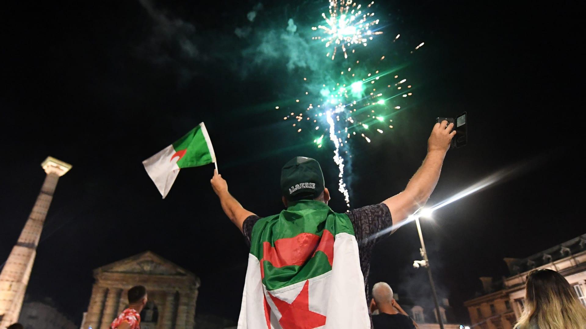 مسؤول مصري يرد لـCNN.. هل هناك علاقة بين شغب جماهير الجزائر وقرار تعليق الرحلات إلى القاهرة؟