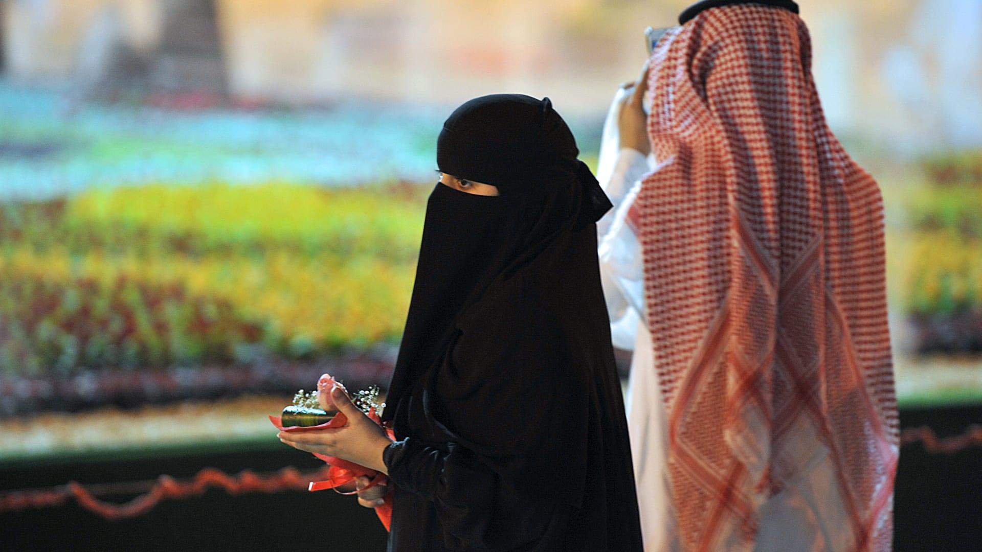ماذا تفعل المرأة إذا علمت أن زوحها مثلي الجنس؟ بروفيسور سعودي بالطب النفسي يجيب