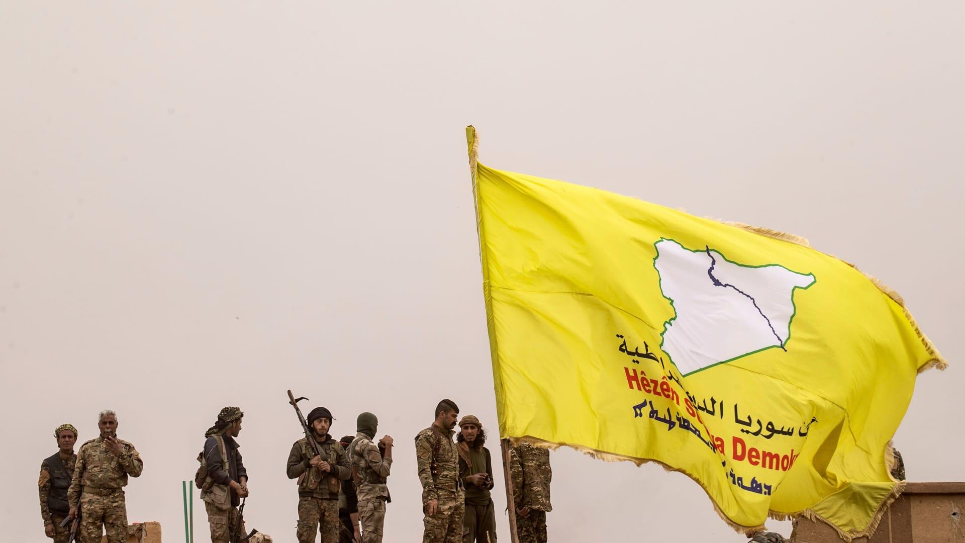 """""""سوريا الديمقراطية"""" تتهم واشنطن بـ""""عدم الوفاء"""" بالتزاماتها بعد سحب القوات الأمريكية"""