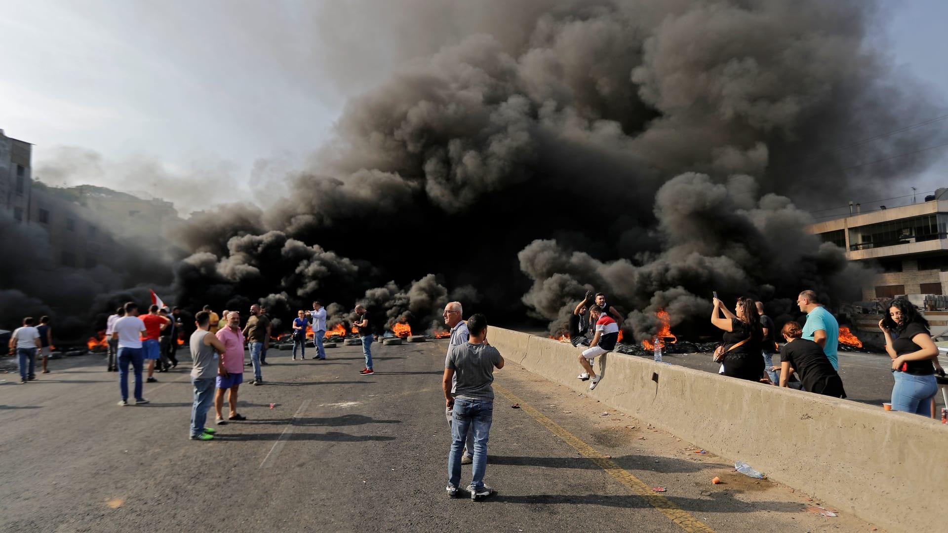 كلمة مرتقبة للحريري بعد مظاهرات لبنان.. وجعجع: أفضل ما يقدمه هو الاستقالة