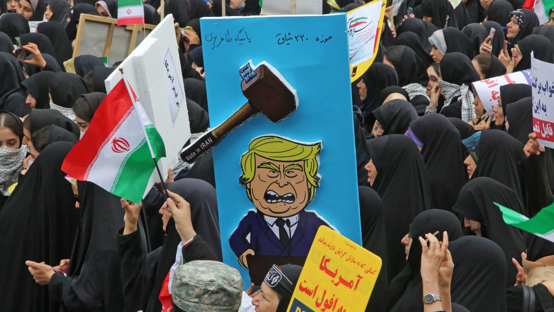 إيران تدشن 30 جهاز طرد مركزي تزامنا مع احتفالات حصار السفارة الأمريكية