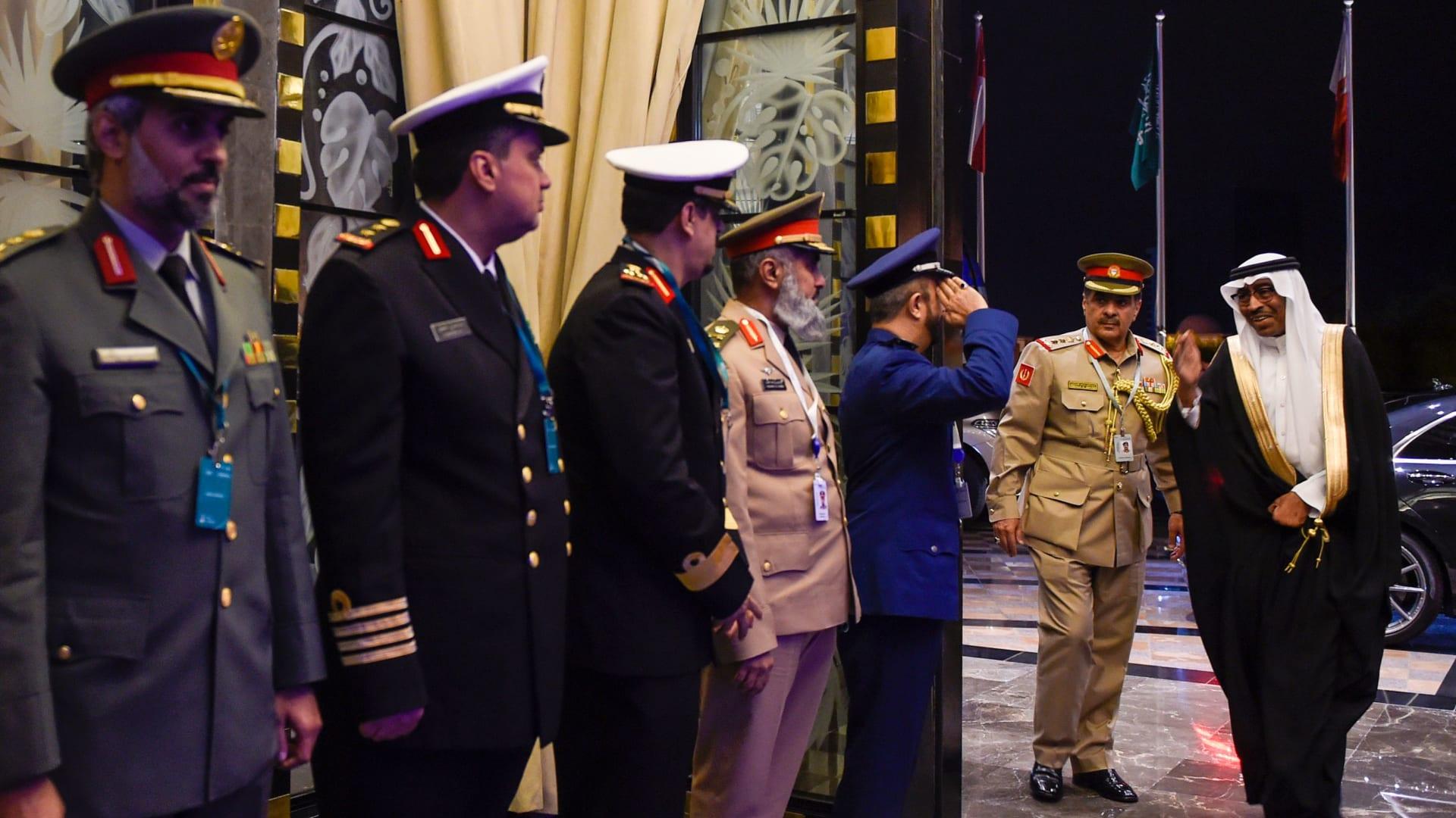 استقبال محمد العايش مساعد وزير الدفاع السعودي عند حضور القمة