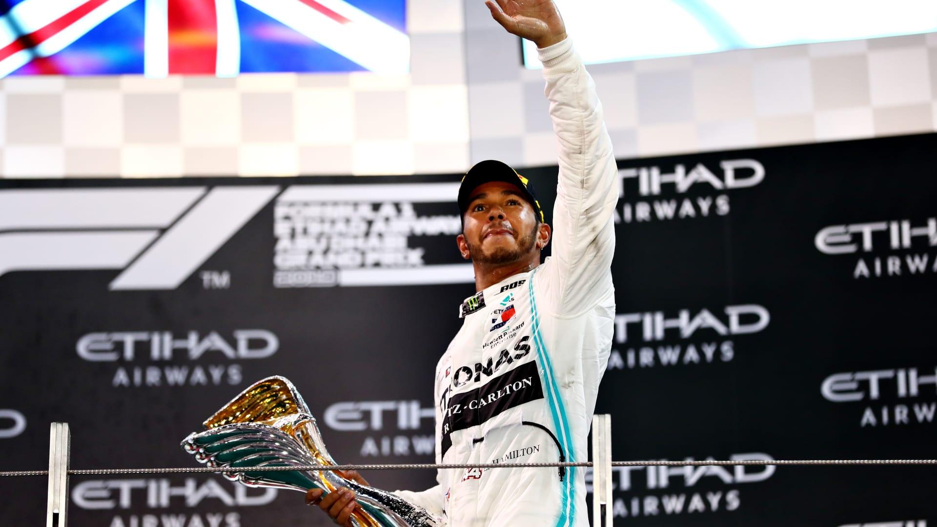 البريطاني لويس هاملتون يفوز بالجولة الأخيرة لفورمولا 1 بسباق أبوظبي