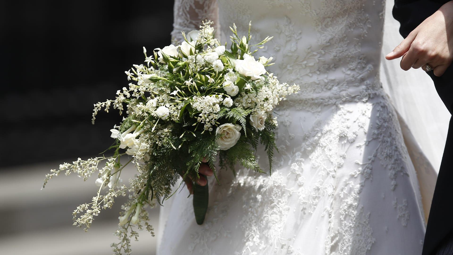 في أذربيجان.. لماذا تدور العروس حول مصباح مشتعل 3 مرات في زفافها؟