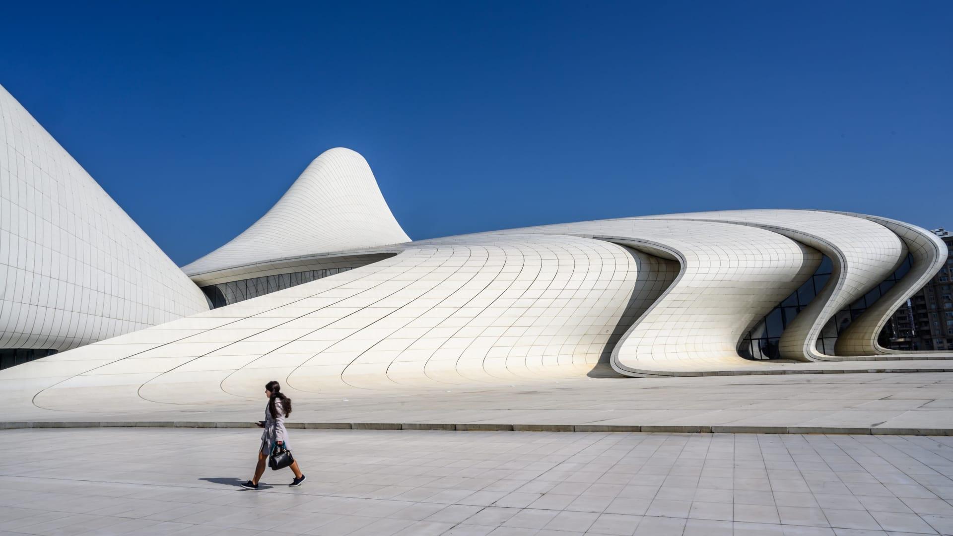منها الجديد والقديم.. إليك 8 روائع معمارية يجب زيارتها بأذربيجان