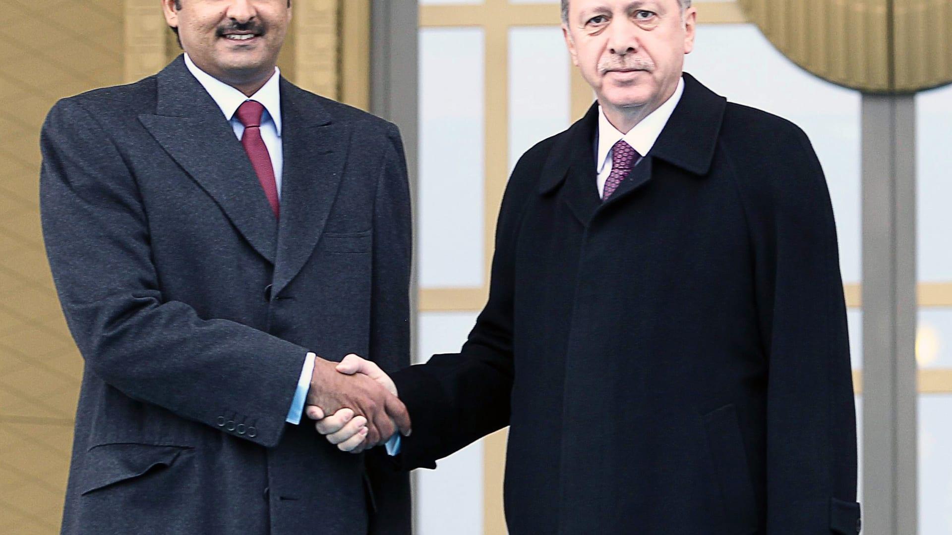 """أردوغان: أمير قطر """"شاب ديناميكي"""" ترك بصمة بالخليج.. ومستعدون لإرسال جنود إلى ليبيا"""