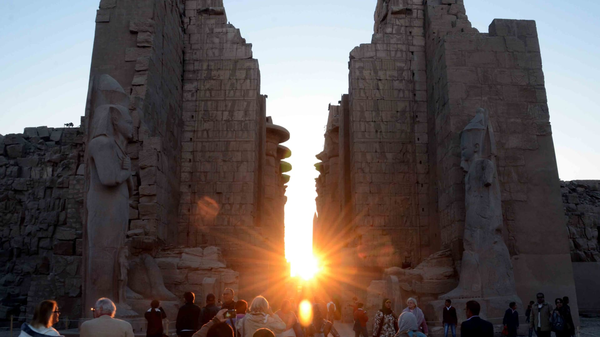 الأقصر تشهد ظاهرة تعامد الشمس على معبد الكرنك بعام 2015