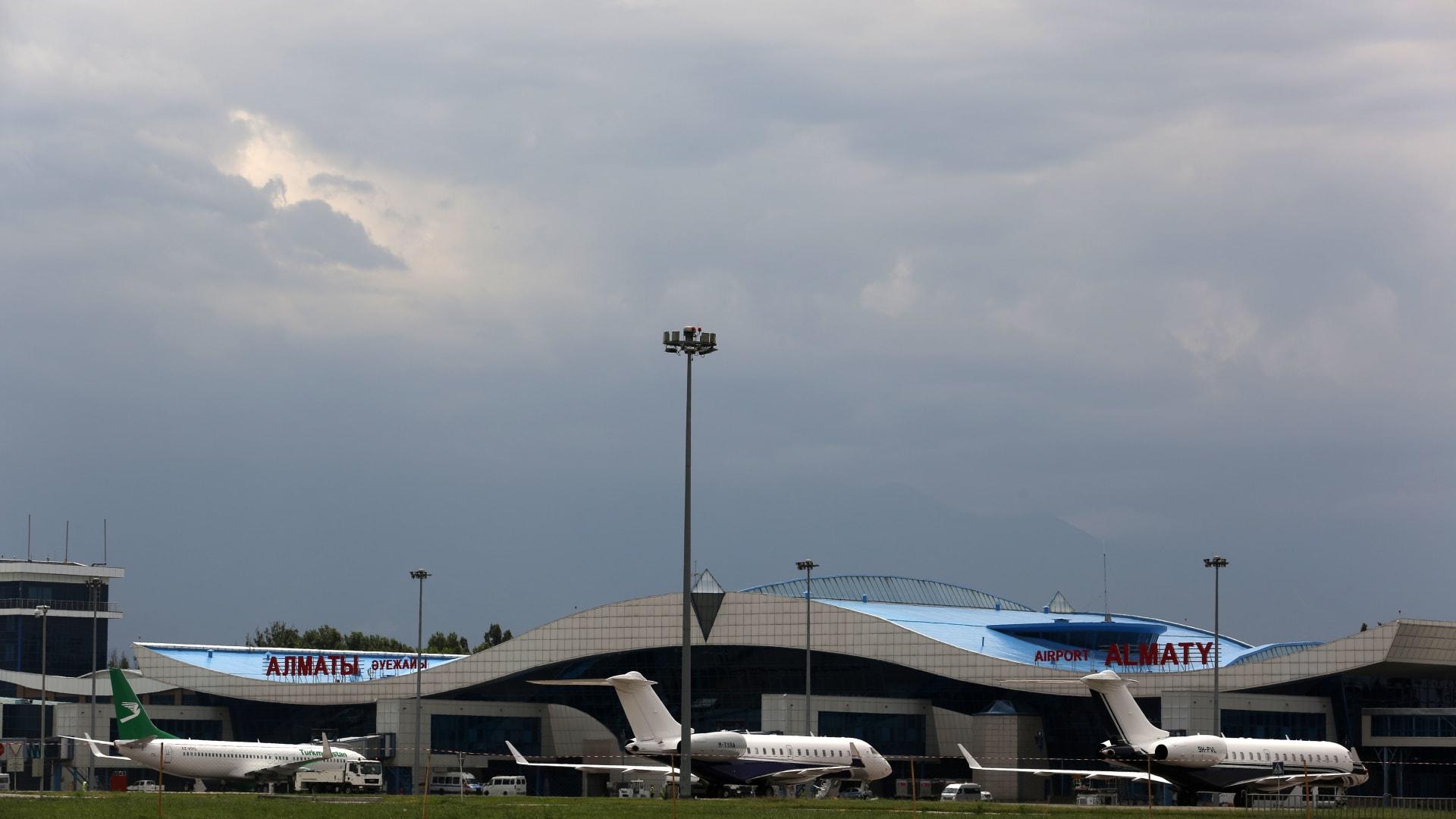 صورة أرشيفية لمطار ألماتي