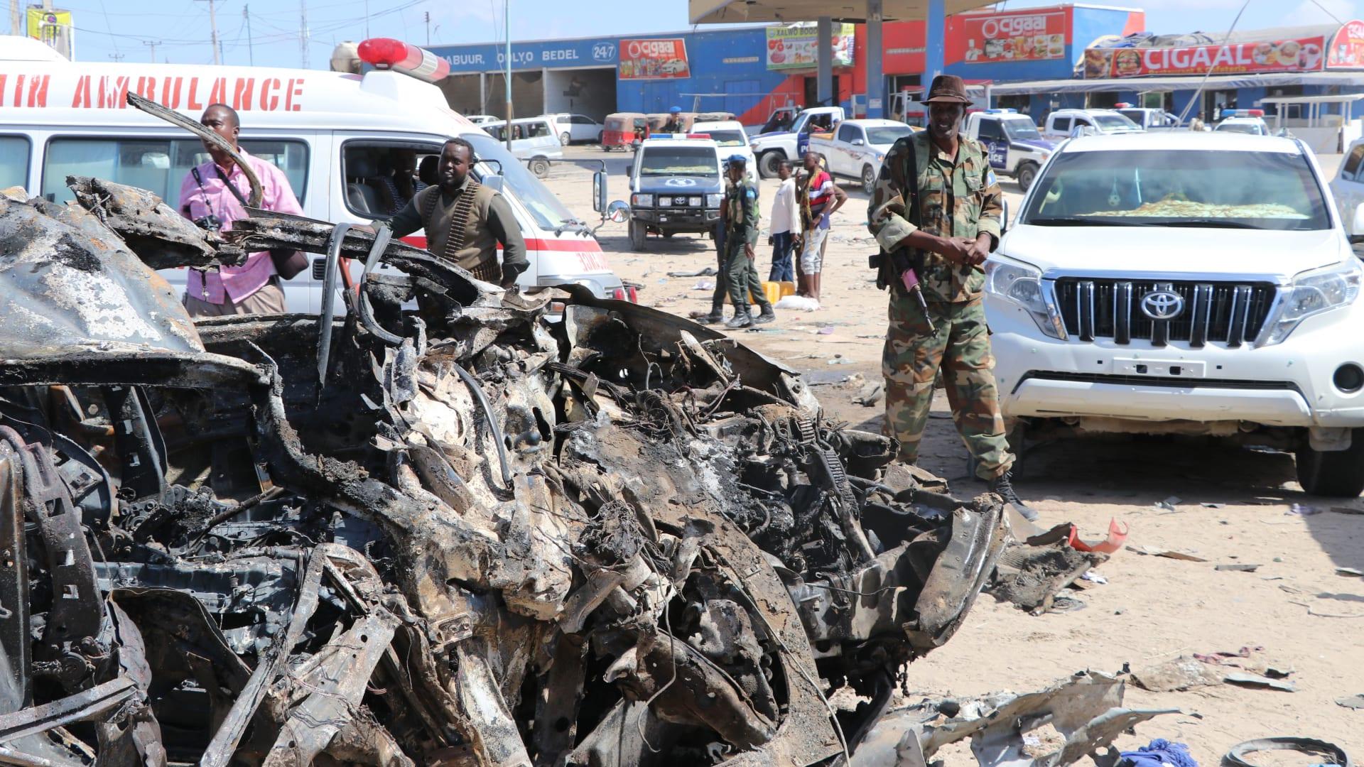 حطام السيارة الانتحارية المفخخة المستخدمة في الهجوم