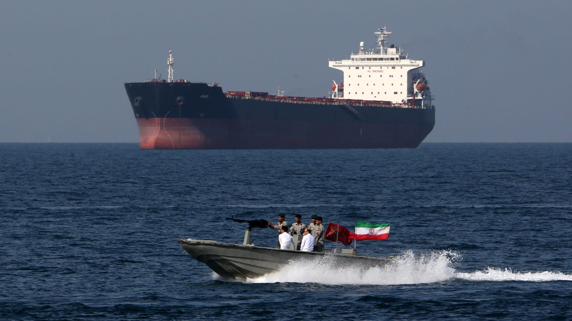 خشية من تداعيات مقتل سليماني.. شركة النفط البرازيلية تُعلق مرور سفنها عبر مضيق هرمز