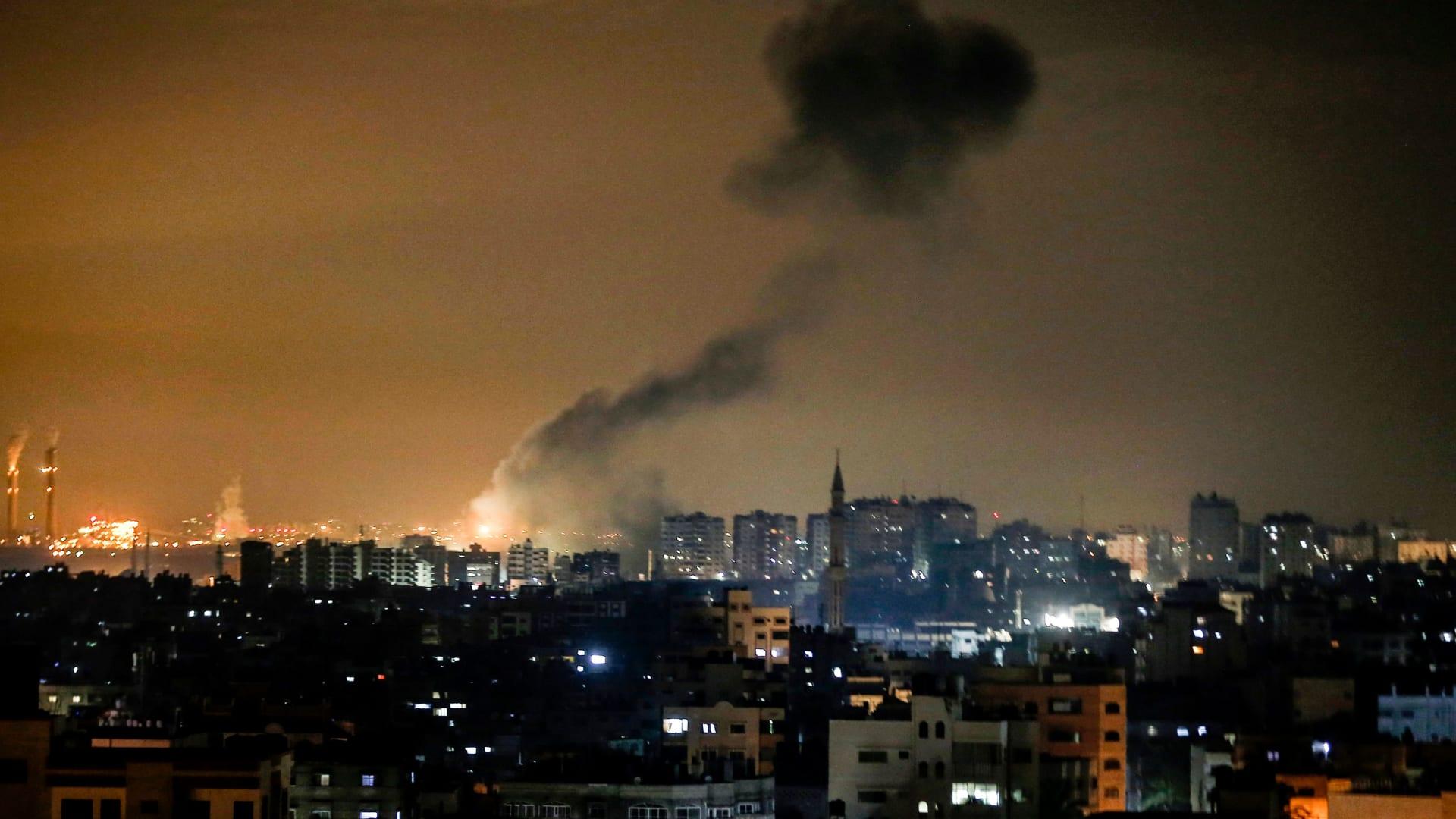 غارات جوية على غزة.. والجيش الإسرائيلي: قصفنا مجمعًا عسكريًا ومصنع أسلحة لحماس