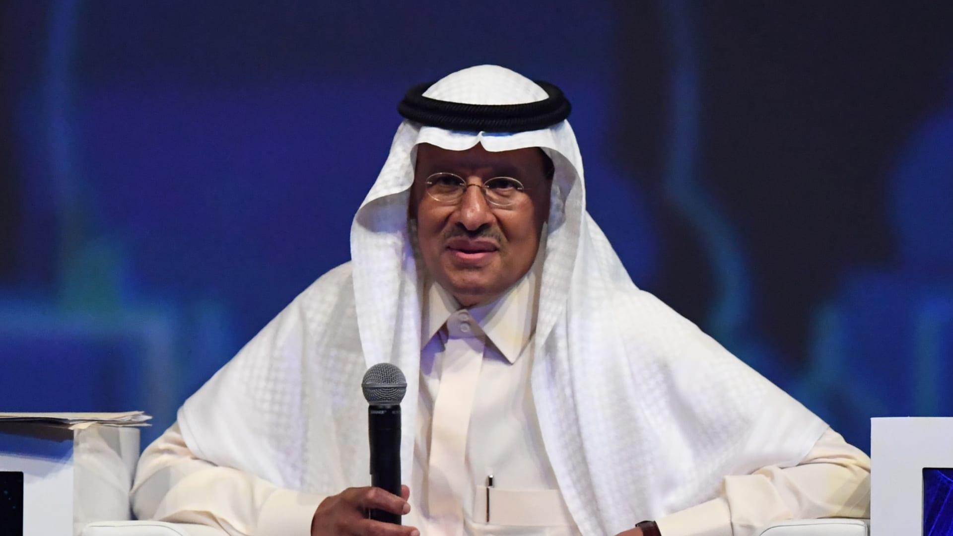 """وزير الطاقة السعودي يصف صحفيًا بريطانيًا بـ""""الغبي"""" بعد سؤال حول مزاعم اختراق هاتف جيف بيزوس"""