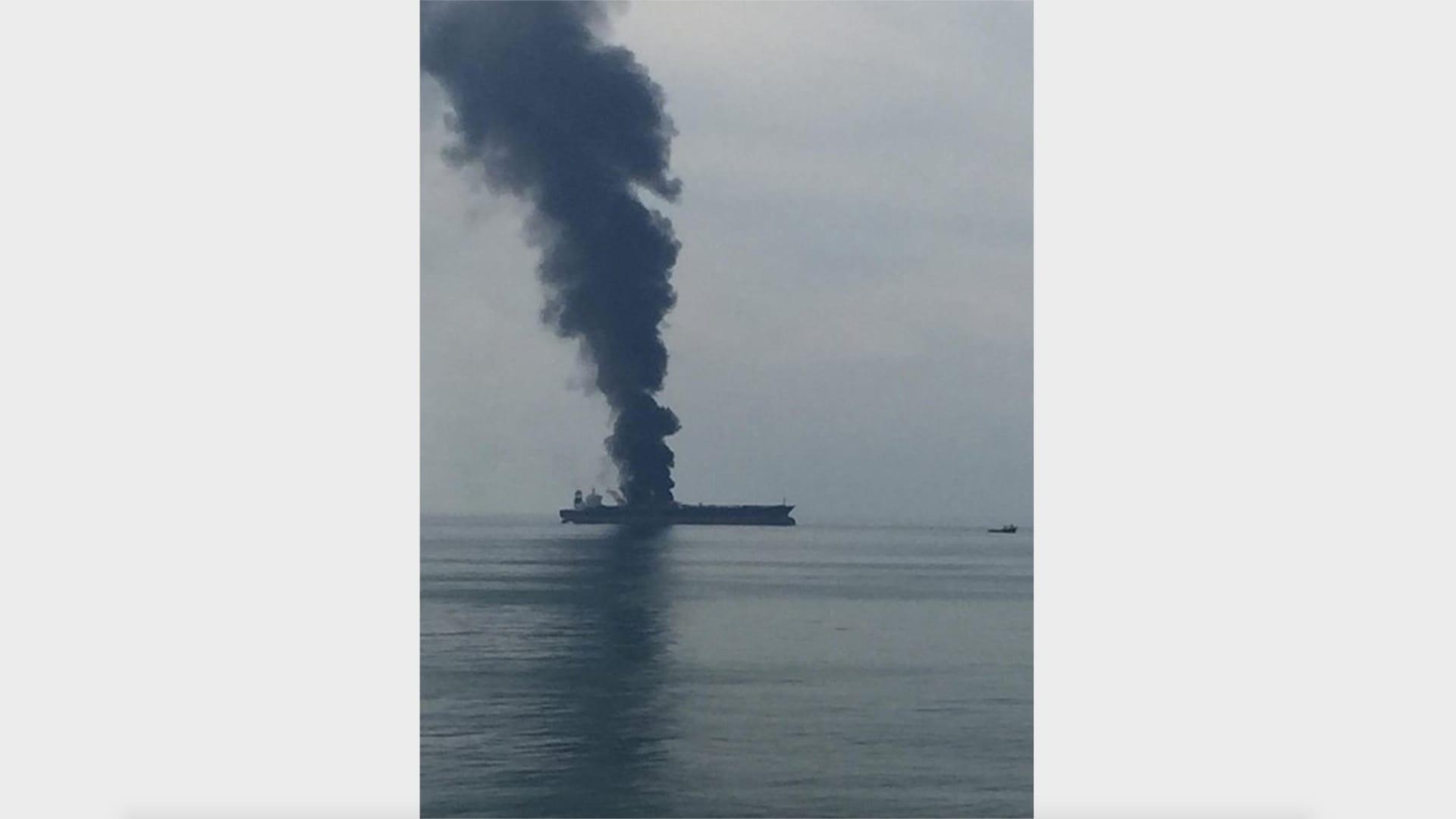 الإمارات تعلن عن إنقاذ طاقم باخرة نفط بنمية قبالة الشارقة وتكشف سبب الحريق