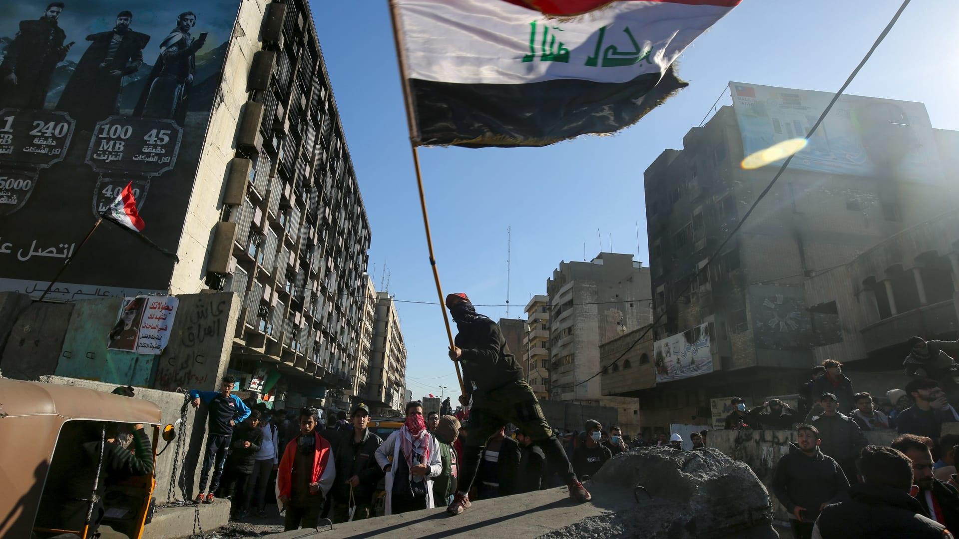 رئيس الوزراء العراقي الجديد المكلف يوجه رسالة للمتظاهرين: واصلوا الاحتجاج