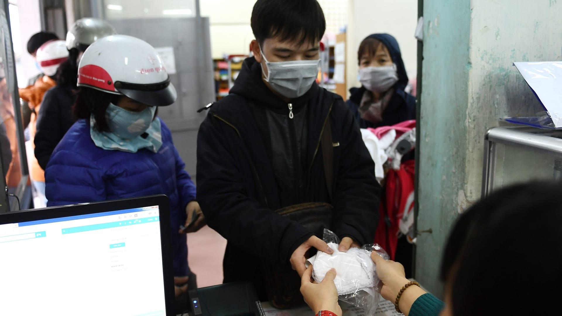 بعد نقص عالمي بسبب كورونا.. اليابان تعمل على زيادة إنتاج الأقنعة الطبية
