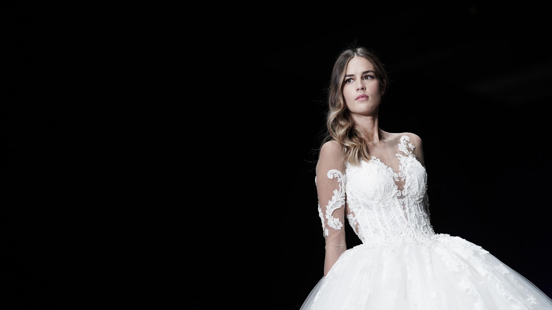 فيروس كورونا.. نقص مُحتمل في فساتين الزفاف يثير القلق لاستمرار توقف المصانع الصينية