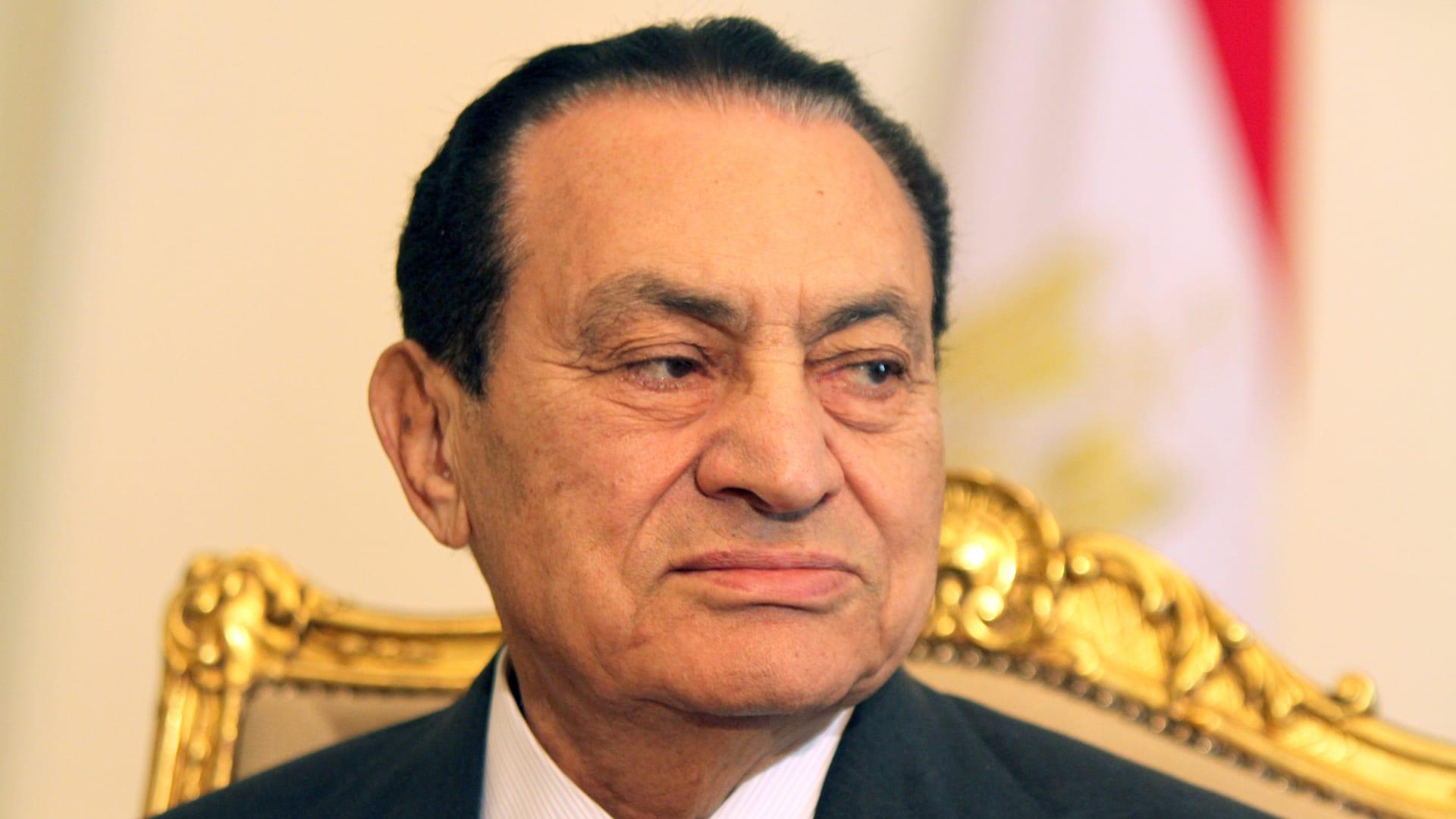 """إعلامي مصري: مشهد جنازة حسني مبارك العسكرية خلاصته """"مفيش حاجة اسمها 25 يناير"""""""