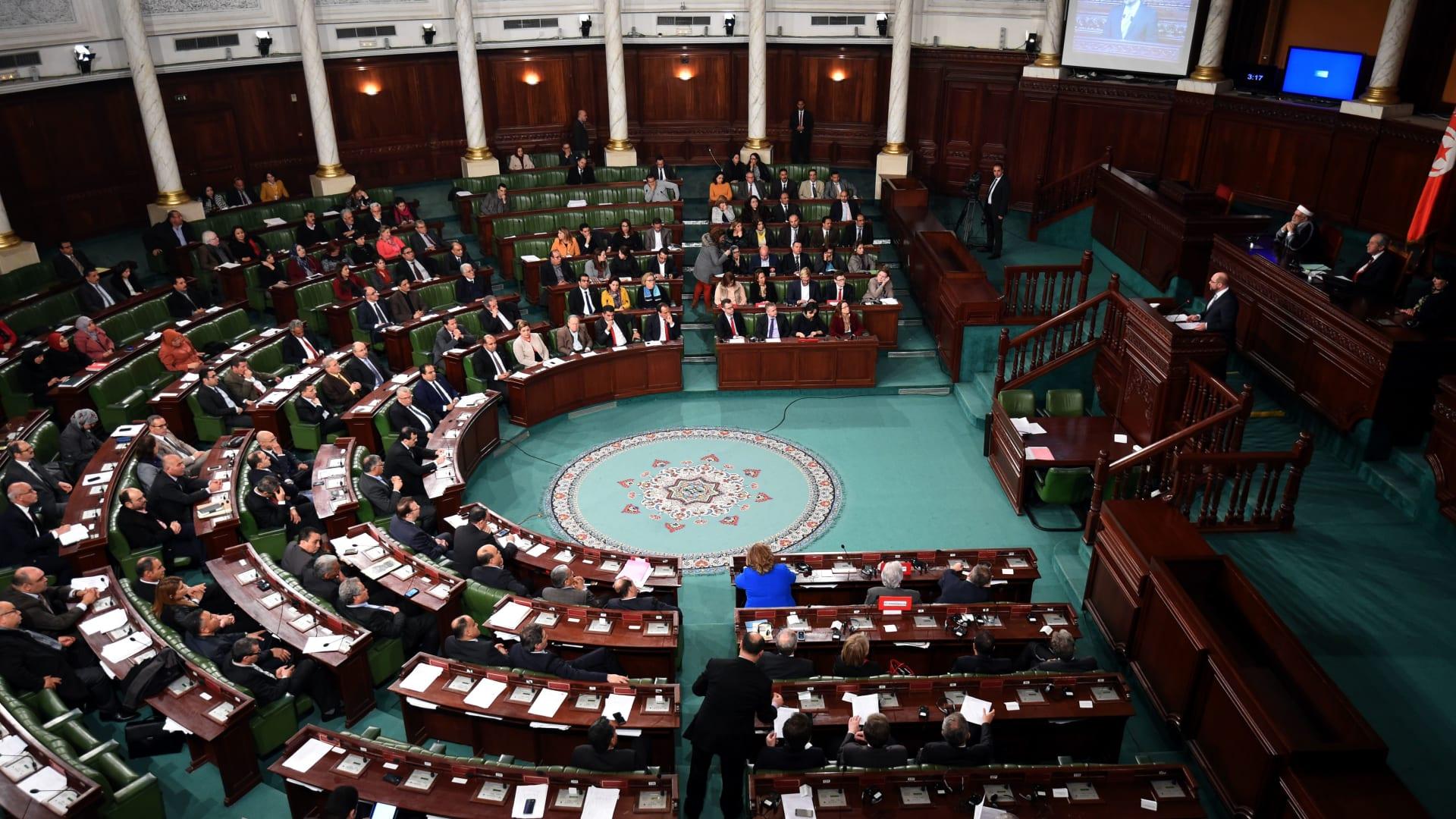 """البرلمان التونسي يمنح حكومة إلياس الفخفاخ الثقة.. ورئيس الوزراء يدعو إلى """"عقد جديد"""""""