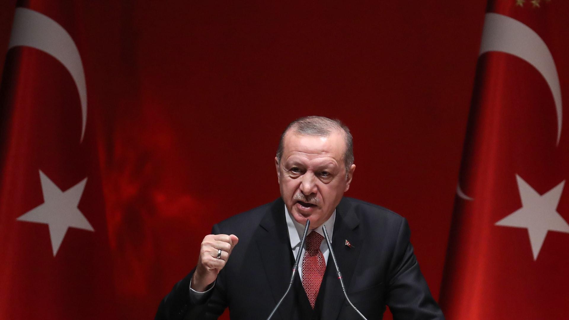 """أردوغان يرأس أطول اجتماع بعد قصف سوري للجيش التركي.. وحزبه: سنرد على الهجوم """"السافل"""""""