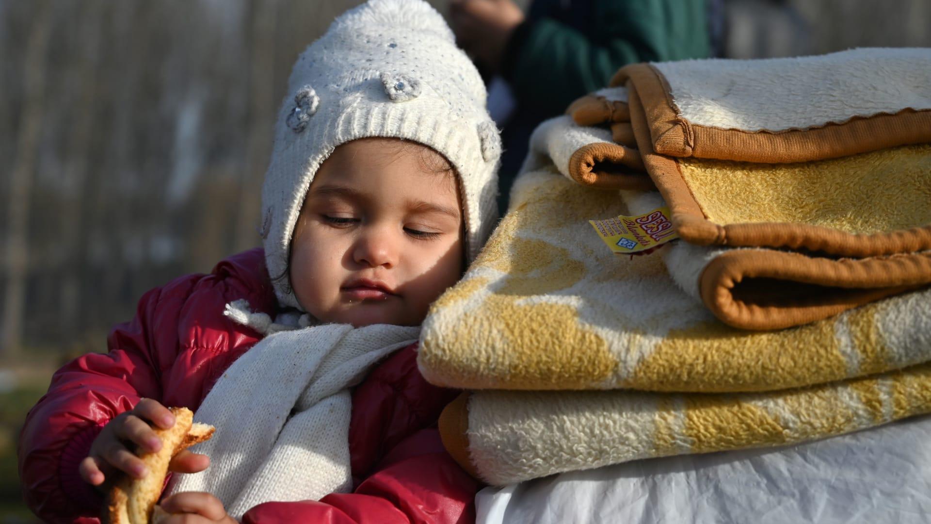 """رئيس وزراء اليونان يحذر تركيا من ابتزاز أوروبا ويصفها بـ""""المهرب الرسمي"""" للاجئين"""