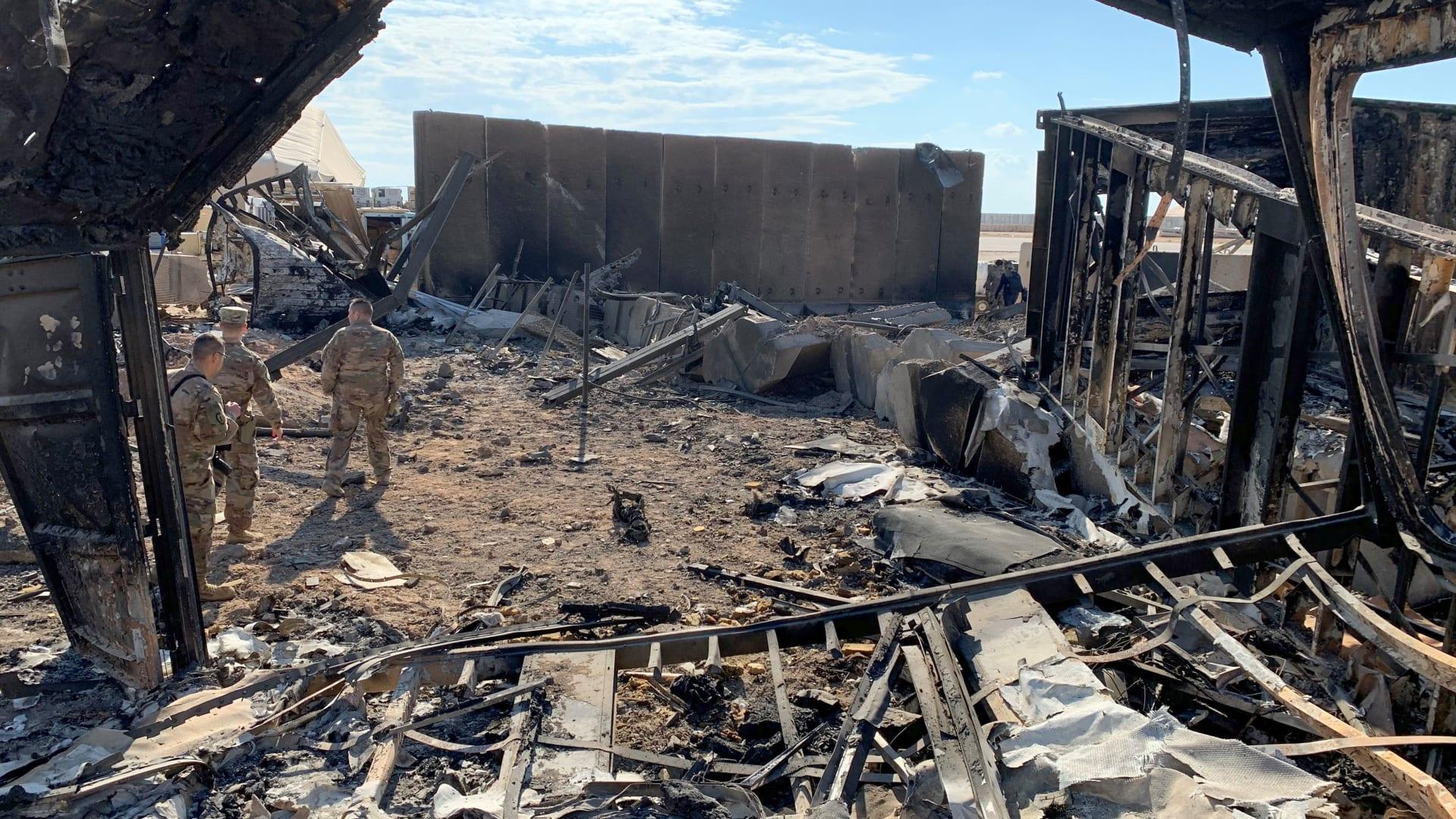بعد هجوم ثان على قاعدة التاجي.. الجيش العراقي يطالب القوات الأمريكية بسرعة الانسحاب من البلاد