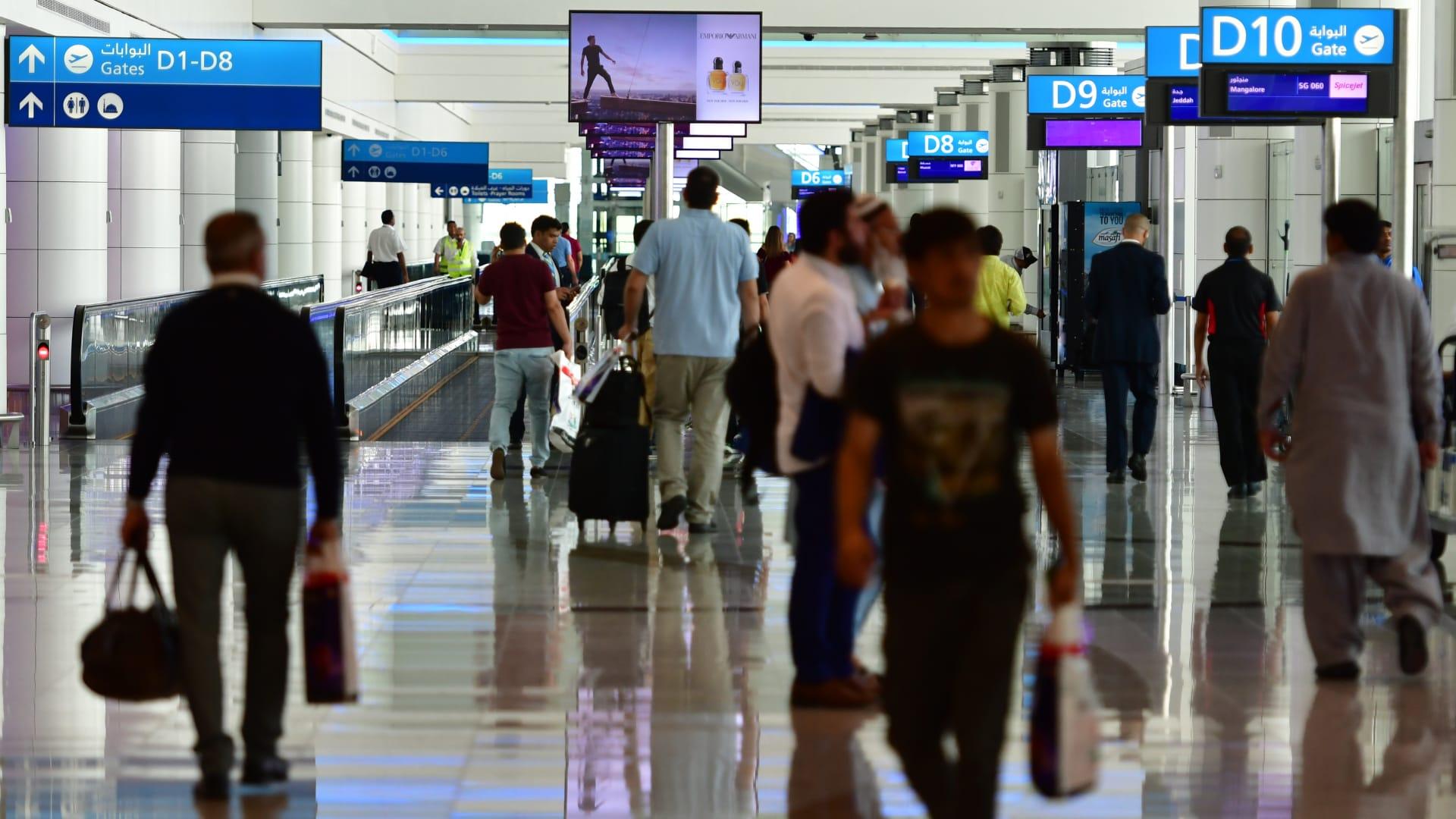 """الإمارات توقف إصدار جميع التأشيرات """"مؤقتا"""" من الثلاثاء.. وتستثني حملة الجوازات الدبلوماسية"""