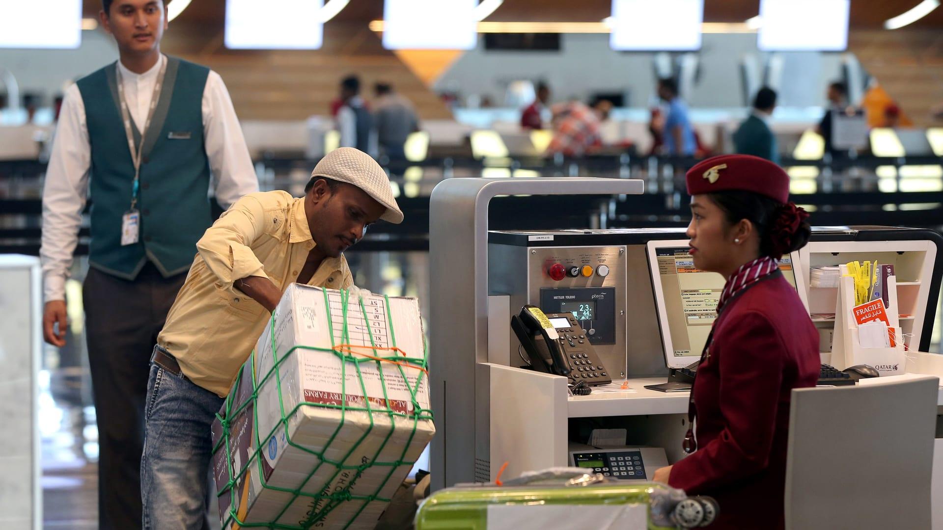 قطر تعلن إلغاء نظام إذن السفر المطلوب من العاملين فيها عند رغبتهم في الخروج من البلاد