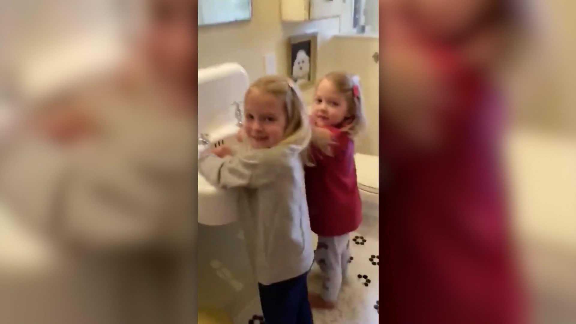 شاهد.. فيديو لجيمي فالون عن غسل اليدين ينتشر بشكل فيروسي