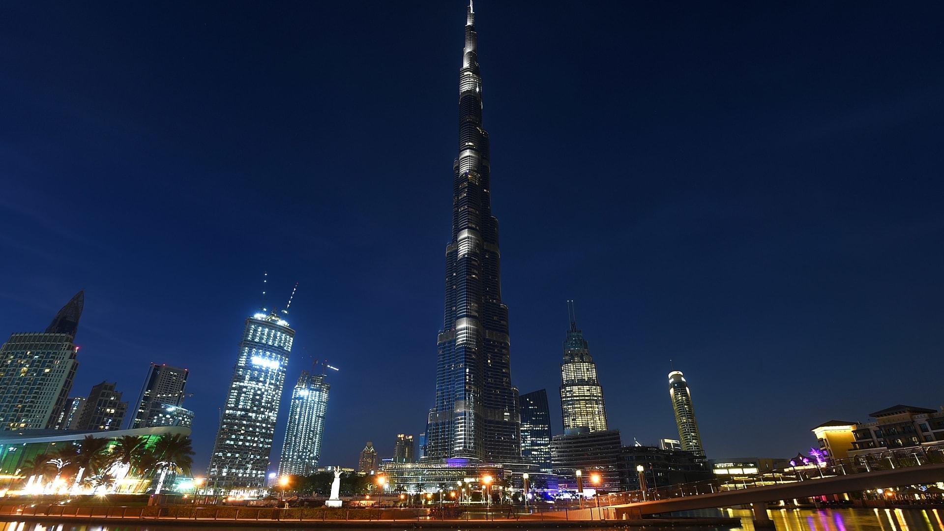 """برج خليفة يشارك بحملة """"خلك في البيت"""" للوقاية من فيروس كورونا المستجد"""