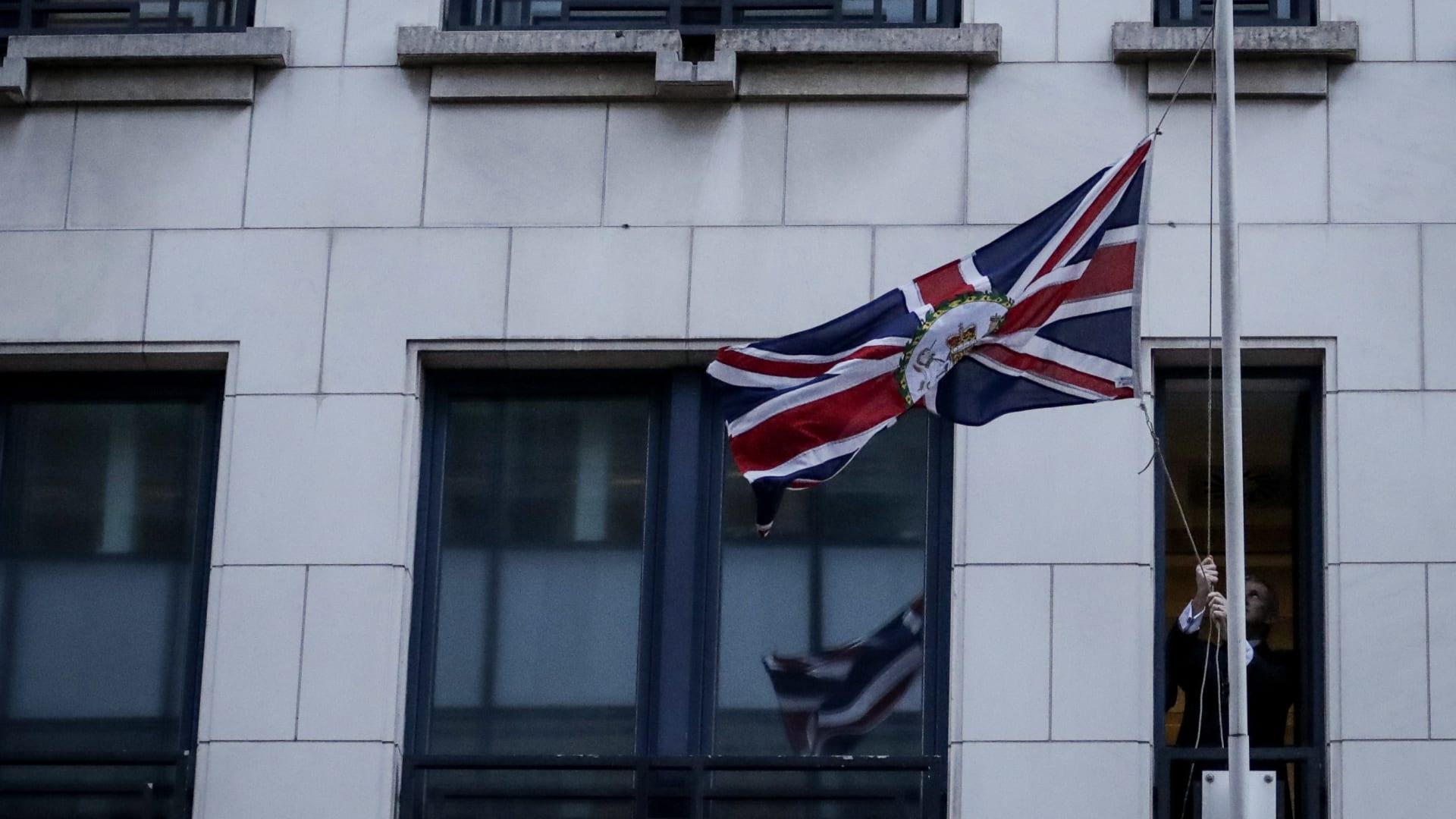 وفاة دبلوماسي بريطاني بسبب فيروس كورونا المستجد.. ووزير الخارجية ينعيه