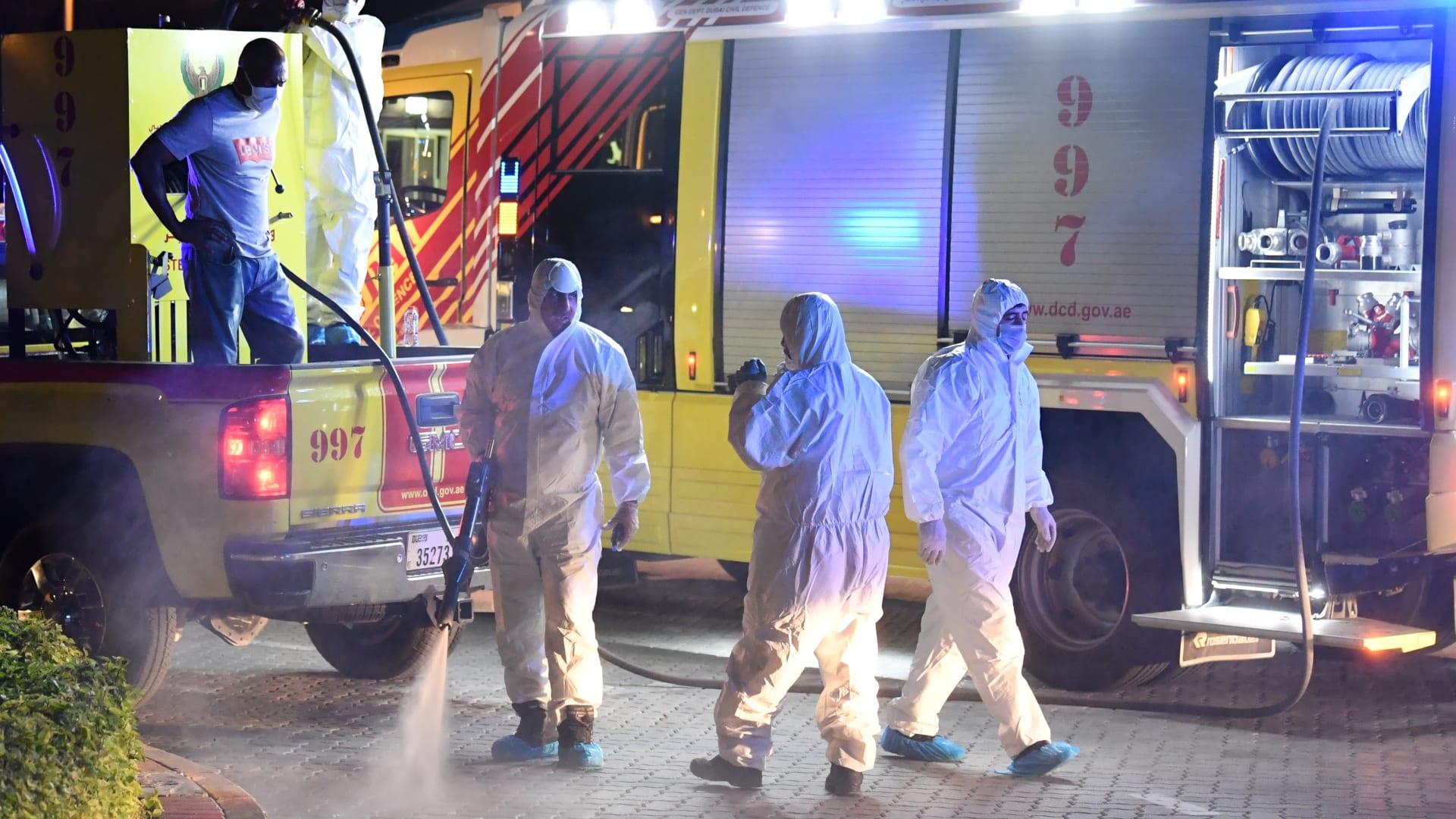 الإمارات تنفي ما أثير حول عدد إصابات كورونا.. ومنع الحركة في أحد أحياء دبي