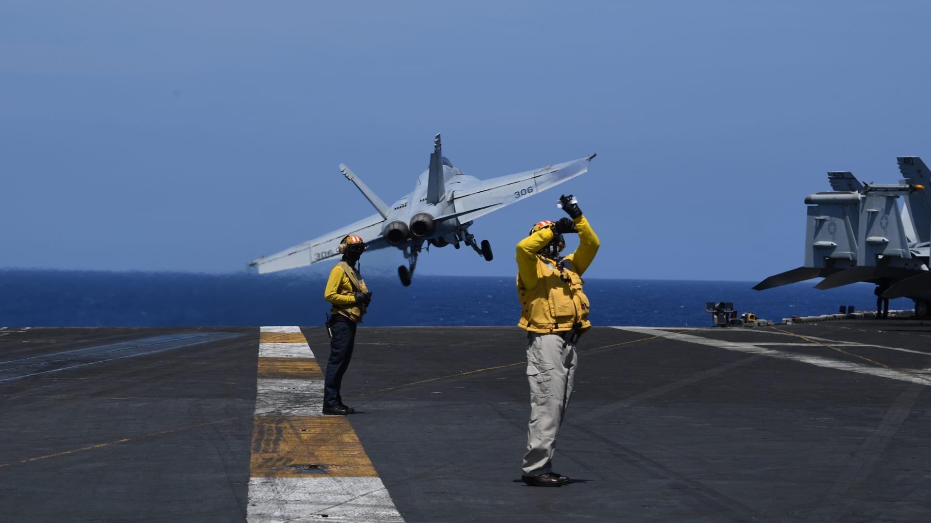 أكثر من 100 بحار مصاب بفيروس كورونا على حاملة طائرات أمريكية