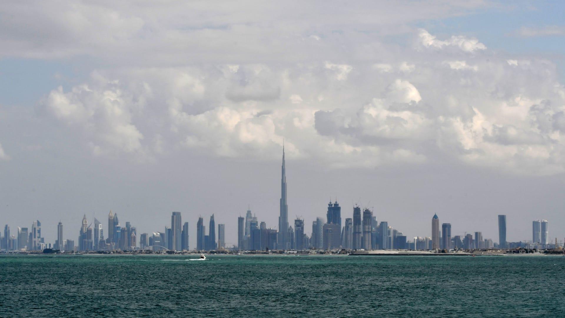 الأول من نوعه في العالم.. مشاركة 745 رياضيا في ماراثون دبي المنزلي