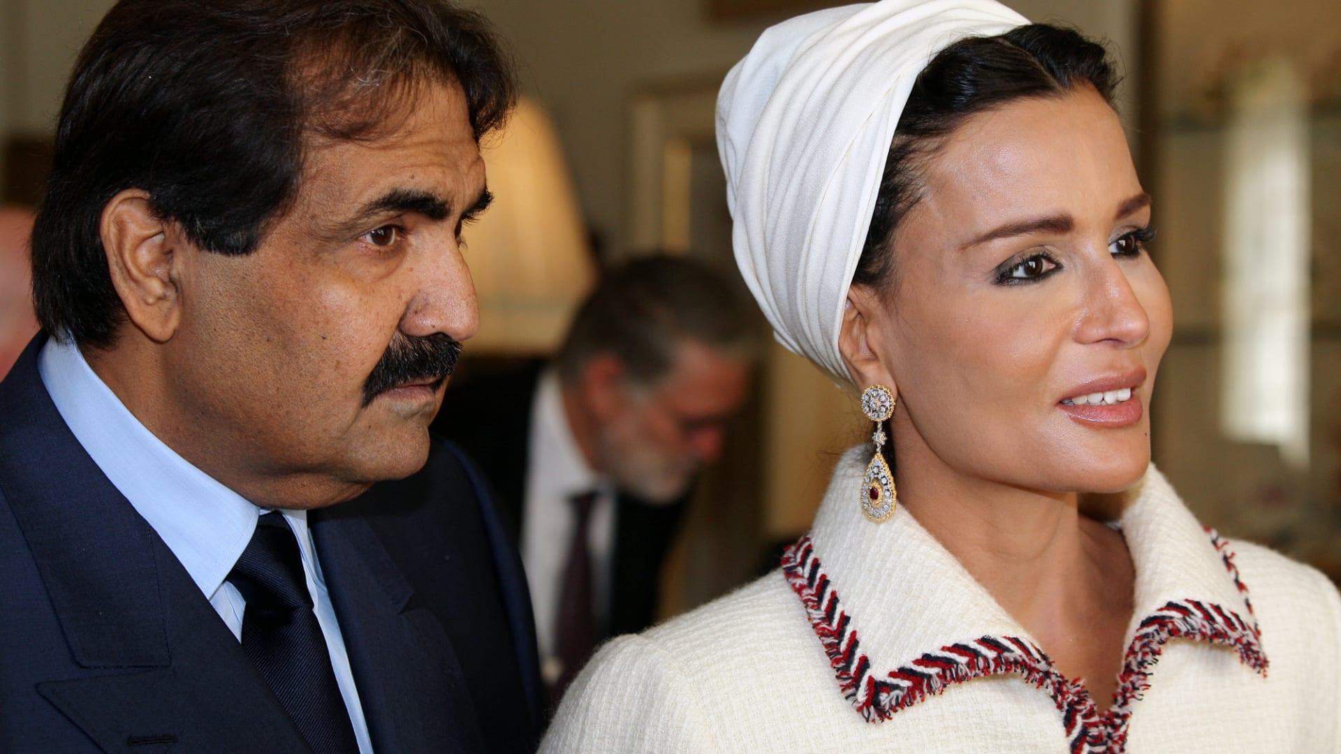 صورة ارشيفية لأمير قطر الوالد ووزوجته الشيخة موزا في لندن العام 2010