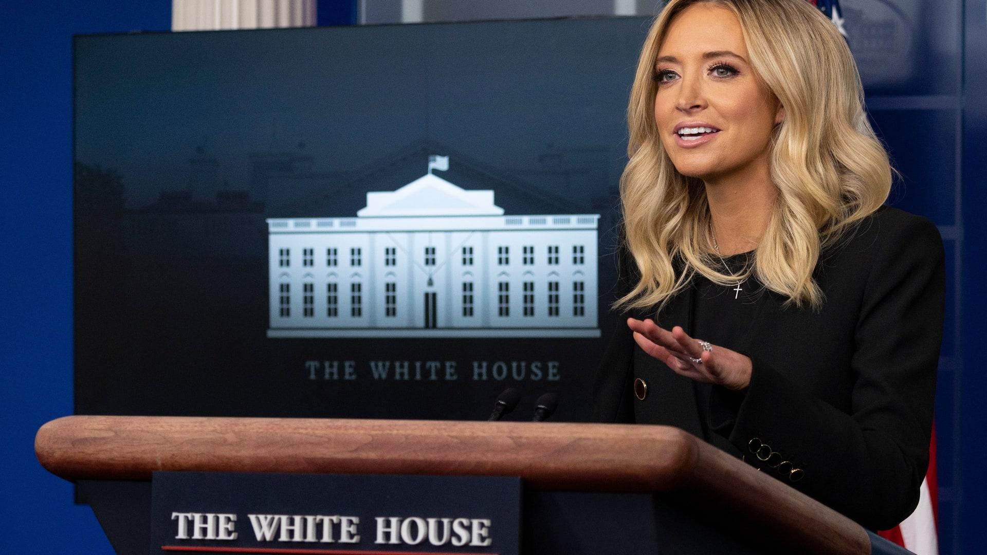 بعد 417 يومًا.. متحدثة البيت الأبيض الجديدة تعقد أول إحاطة للصحفيين: لن أكذب عليكم أبدًا