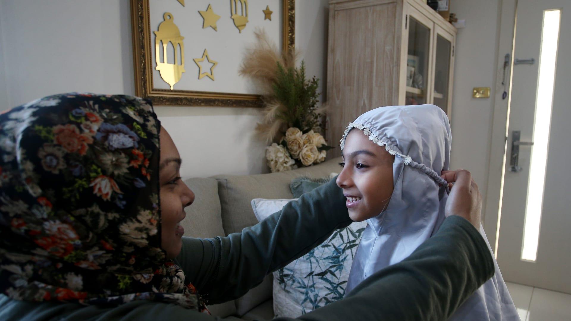 رمضان استثنائي يمر على العالم.. كيف تعايش الصائمون مع فيروس كورونا في هذا الشهر؟