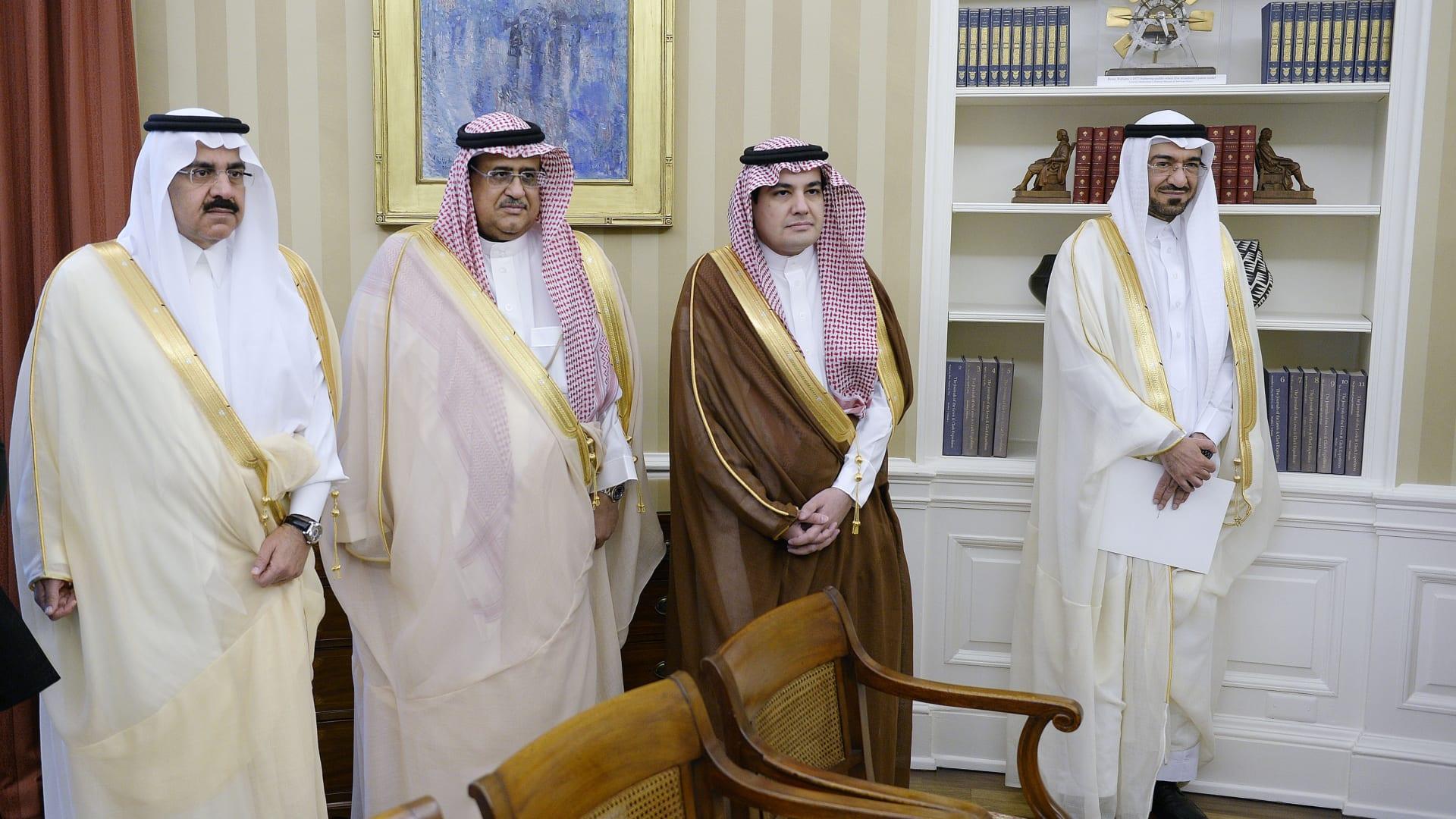 صورة أرشيفية لسعد الجبري (يمين) ضمن الوفد السعودي المرافق لمحمد بن نايف خلال لقاء مع باراك أوباما بالبيت الأبيض عام 2015