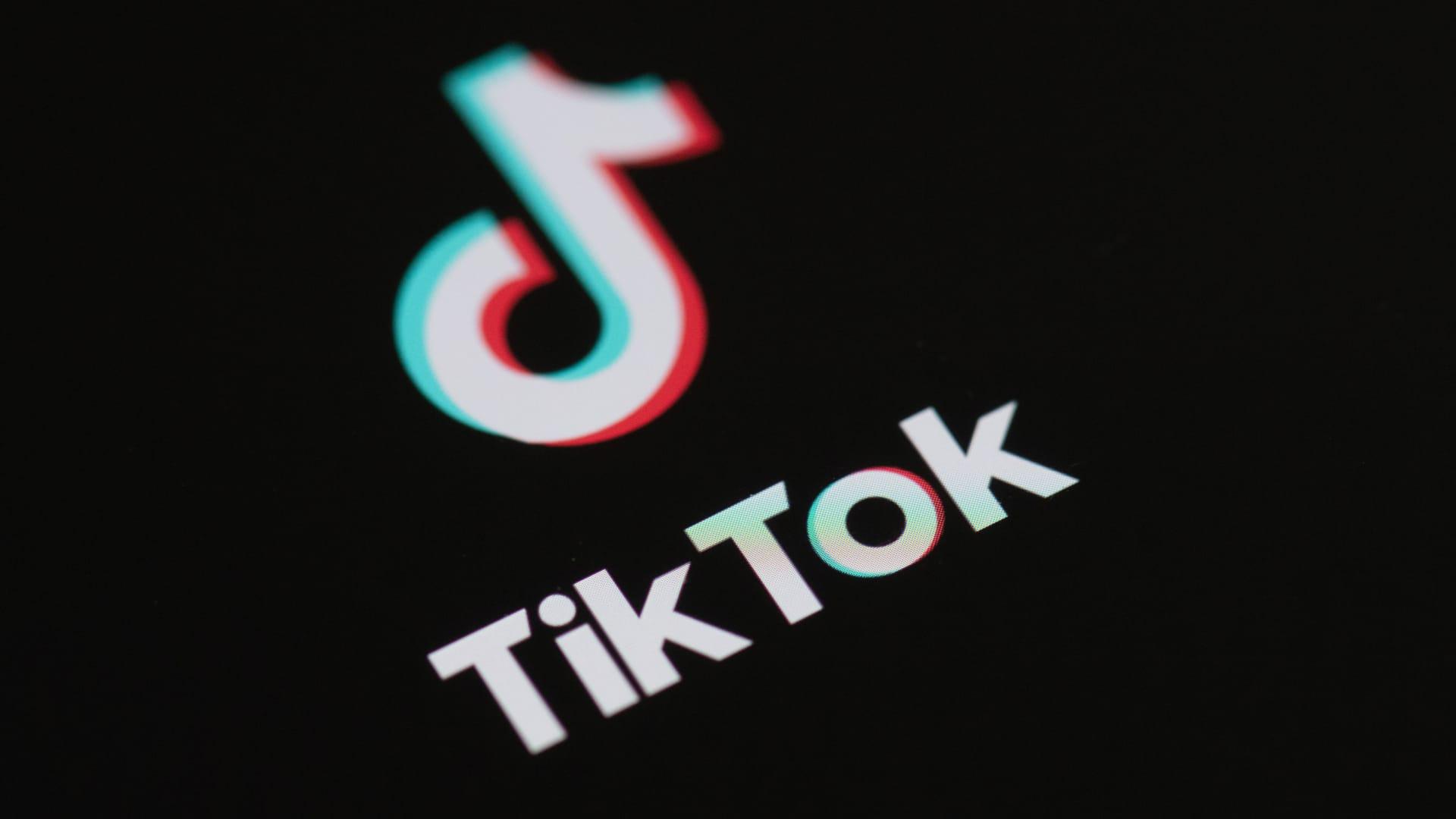 """قضية اغتصاب فتاة """"تيك توك"""".. المبادرة المصرية للحقوق الشخصية: استمرار حبس """"الضحية"""" ويجب الإفراج الفوري عنها"""
