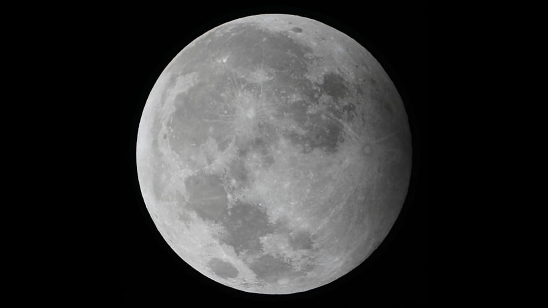 سماء السعودية والمنطقة العربية تشهد ظاهرة ثاني خسوف للقمر هذا العام