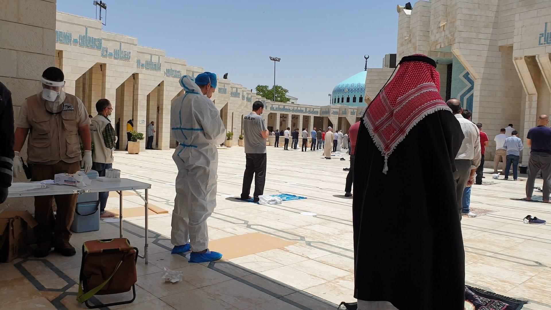 الأردنيون يودّعون آخر أيام الحظر الشامل بالعودة إلى دور العبادة