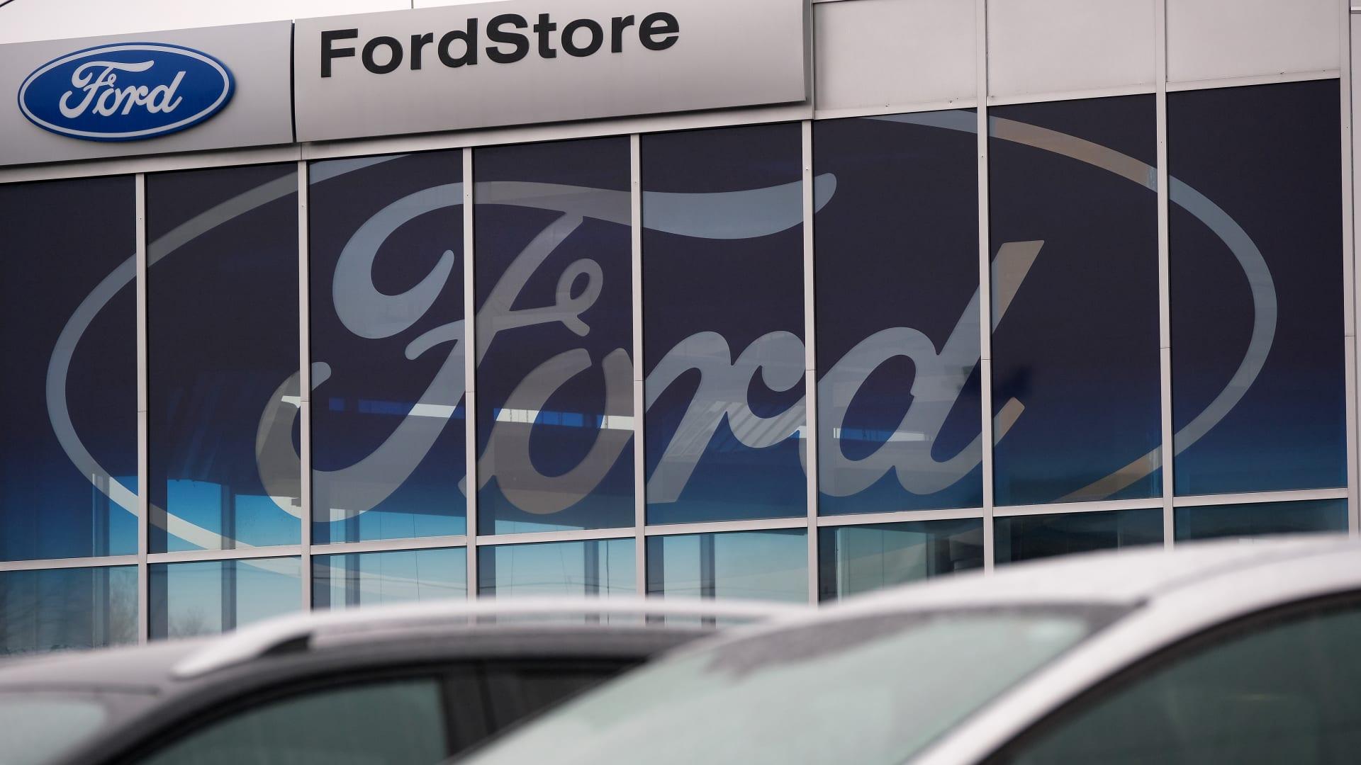 صورة أرشيفية لمعرض سيارات فورد