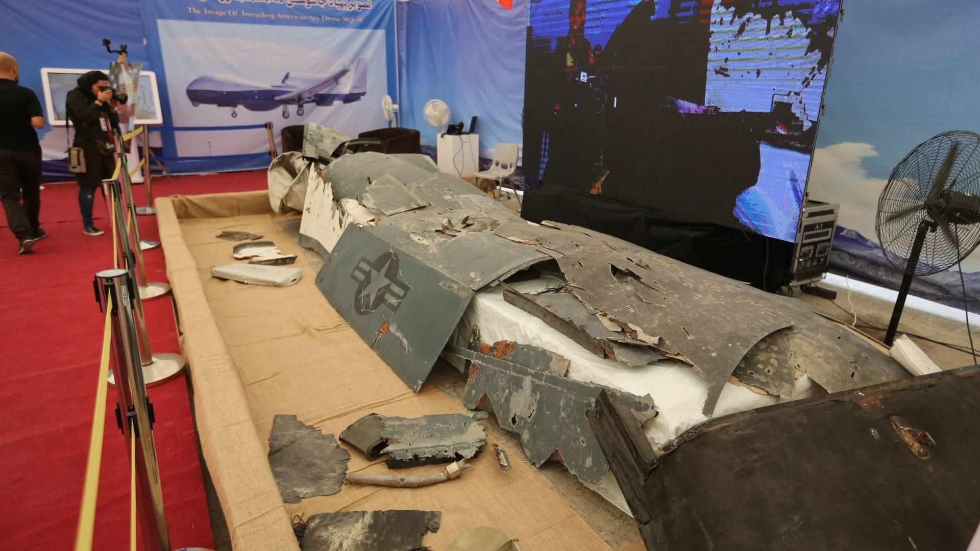 صورة عرضتها إيران عن حطام طائرة الدرون الأمريكية