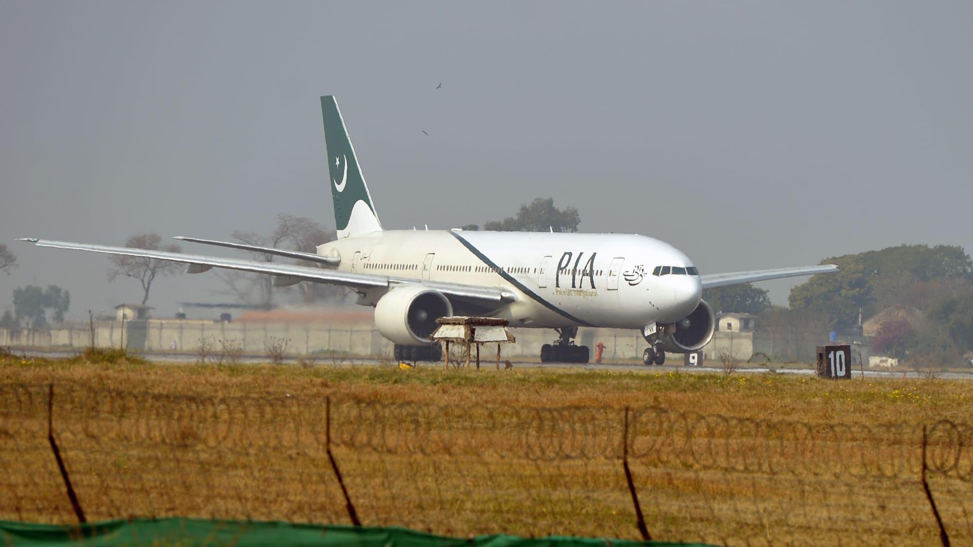 وزير الطيران الباكستاني: أكثر من 30٪ من الطيارين المدنيين في البلاد يحملون تراخيص مزورة