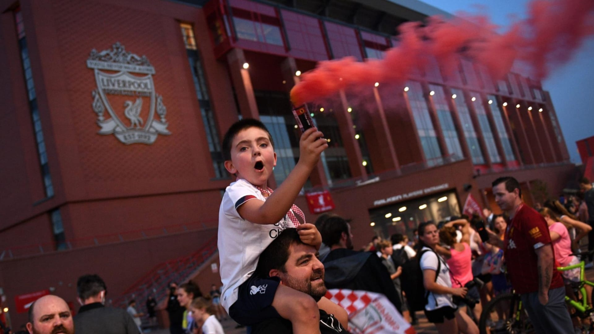 كيف كان العالم عندما تُوج ليفربول بلقب الدوري الإنجليزي عام 1990؟