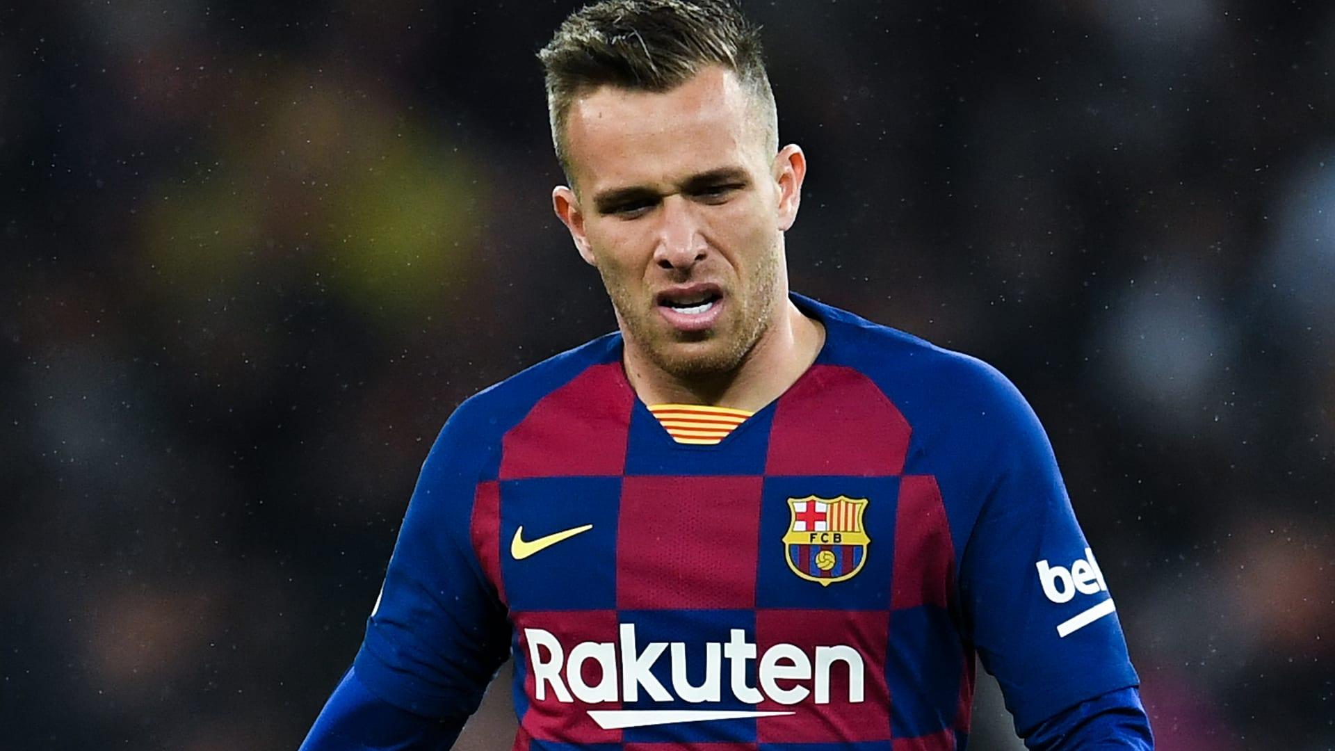 برشلونة يُعلن إتمام الصفقة المثيرة للجدل بقدوم بيانيتش ورحيل أرتور.. فما التفاصيل؟
