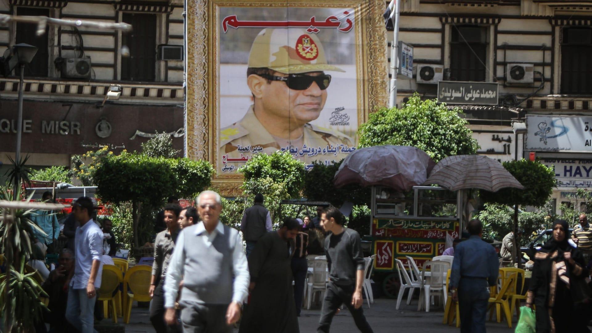 صورة أرشيفية للوحة تحمل صورة الرئيس عبدالفتاح السيسي في مصر العام 2014