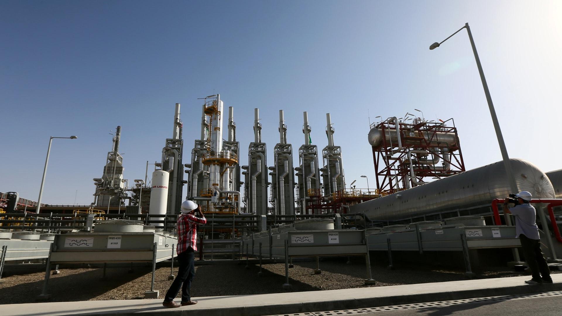 الإمارات تعلن إنشاء أكبر محطة توليد كهرباء بالغاز.. هذه تكلفتها