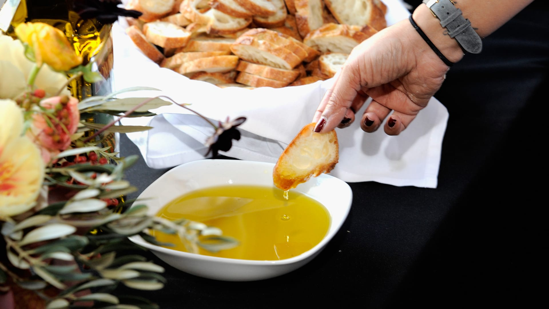 الصحة المصرية تحذر من هذه الدهون وتدعوك لتناول الصحية منها.. إليك القائمة