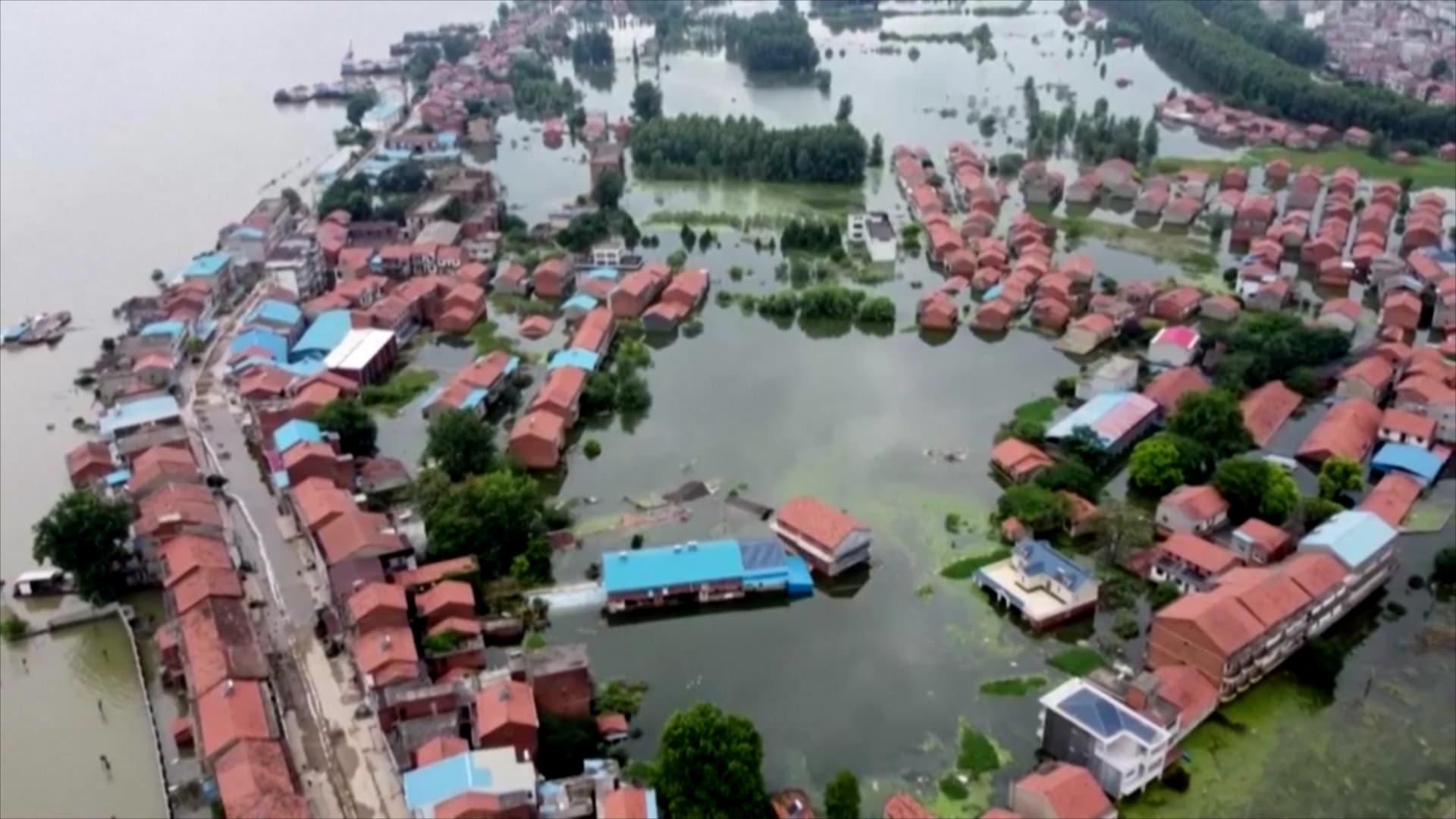 الأمطار تغرق مناطق واسعة في الهند وبنغلاديش وتتسبب في نزوح عشرات الآلاف