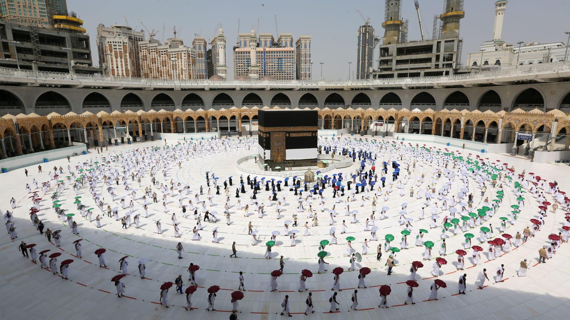 الحوثي: منع المسلمين من الحج جريمة.. والسعودية سمحت بنشاط هيئة الترفيه رغم كورونا